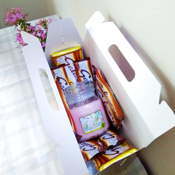 Yankee Candle & Galaxy Chocolate Gift Box - Image 1